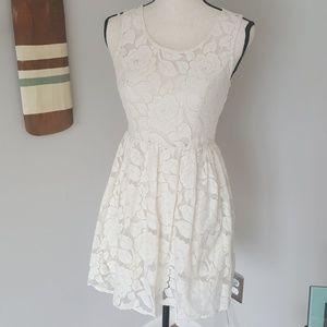 Monteau los angeles lace dress